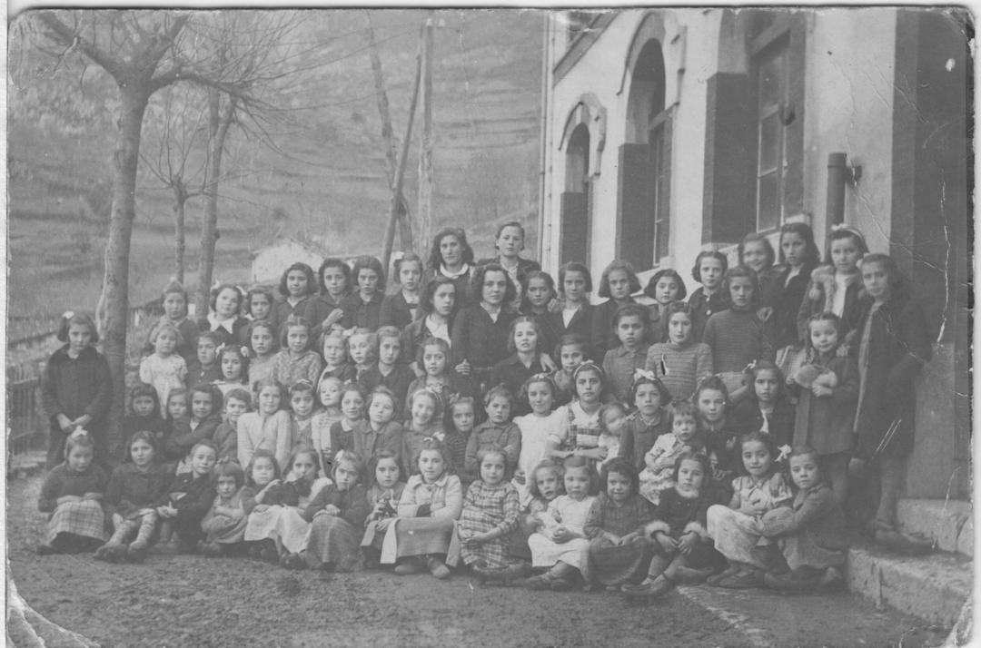 Foto escuelas de Pelugano años 33